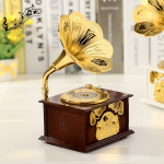 Retro Phonograph Style Jewelry Sky City Music Box Home Decoration, Random Color Delivery